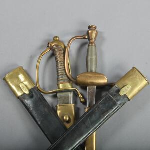 Dansk kårde M1837, dansk elevsabel M1869 samt to løse skeder. 4