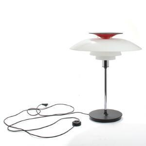 Poul Henningsen PH-80. Bordlampe med skærme af akryl, forkromet stel på sortlakeret fod. Udført hos Louis Poulsen. H. 68.