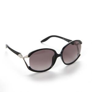 dc7f9cc847c1 Emilio Pucci Et par solbriller med sort stel. Originalt hvidt itui samt  pudseklud medfølger.