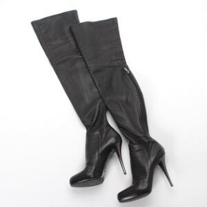 c58af63ac0e5 Lezilla Et par lange stilet støvler af sort strækbart skind. Str. 37. Skaft
