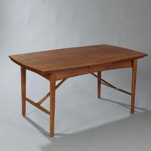 Peter Hvidt  Orla Mølgaard Nielsen, tilskrevet Spisebord med let konveks top og hollandsk udtræk af teak, stel af eg.