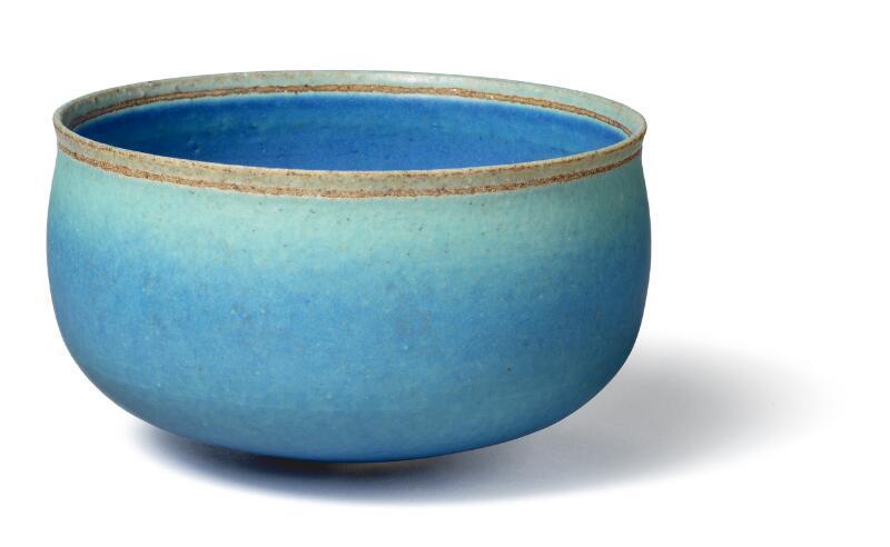 Alev Ebüzziya Siesbye: Circular stoneware bowl, decorated with azure glaze...