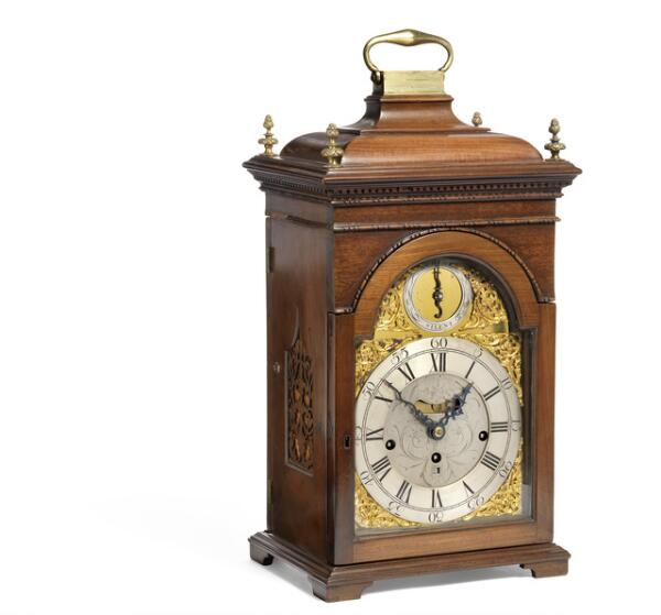 James Miller, Alloa: A  Scottish table clock with chimes. Late 18th century. H. 46 cm. W. 29 cm. D. 22 cm.