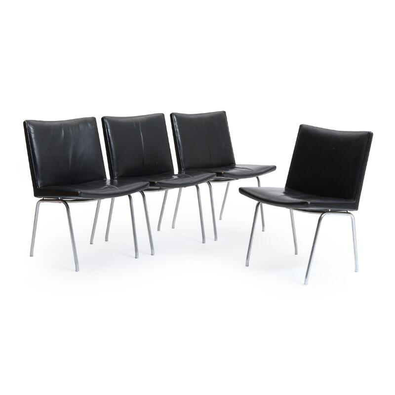 Hans j wegner ap 37 a set of four airport chairs for Mobilia 972