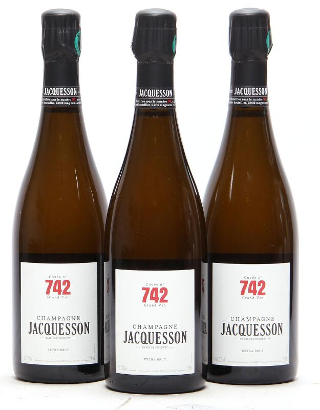 """12 bts. Champagne Brut """"Cuvée No. 742"""", Jacquesson A (hf/in). Oc."""