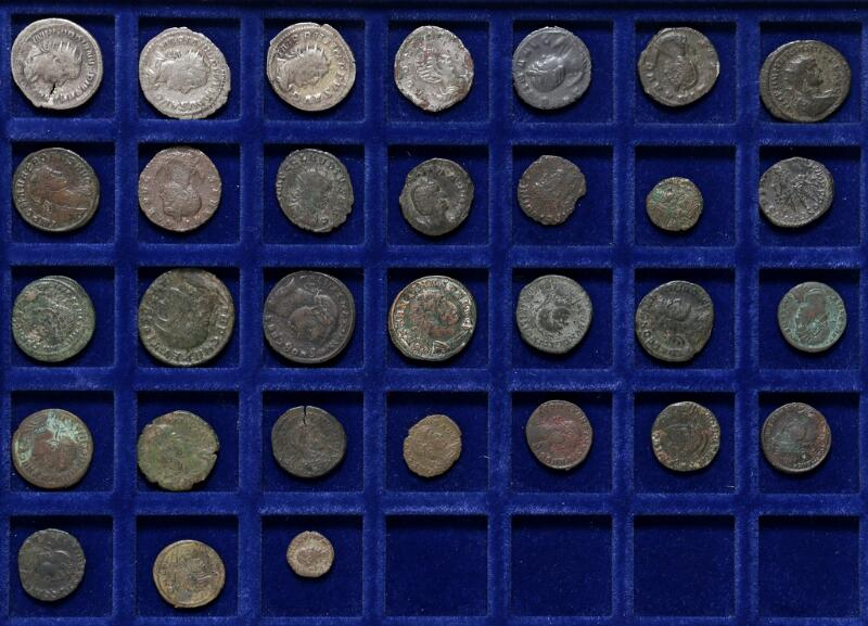 Roman Empire, collection of antoninianii and bronze coins from among others...