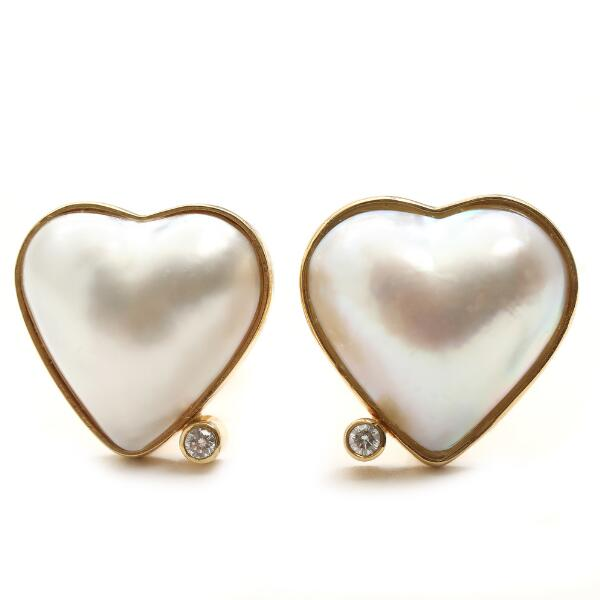 Toftegaard: A pair of pearl and diamond ear clips set with mabé pearls and brilliant-cut diamonds, mounted in 18k gold. (2)