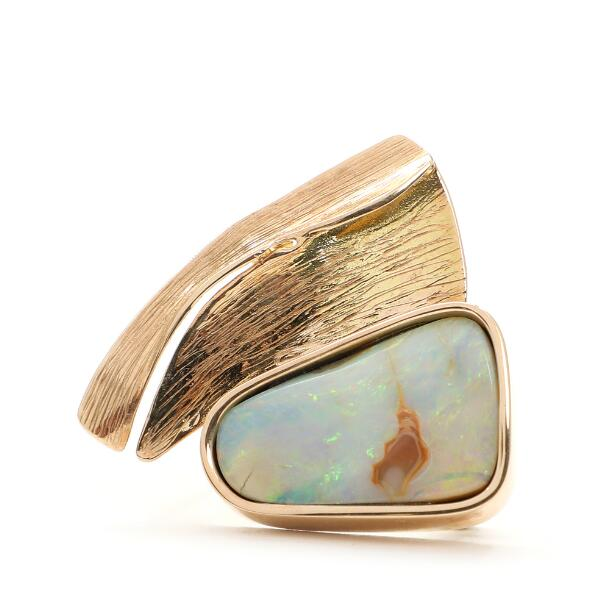 Toftegaard: Opal brooch set with polished opal, mounted in 14k gold. L. 3.3 cm. Five-strand kautschuk rubber and sterling silver necklace. L. 44.5 cm